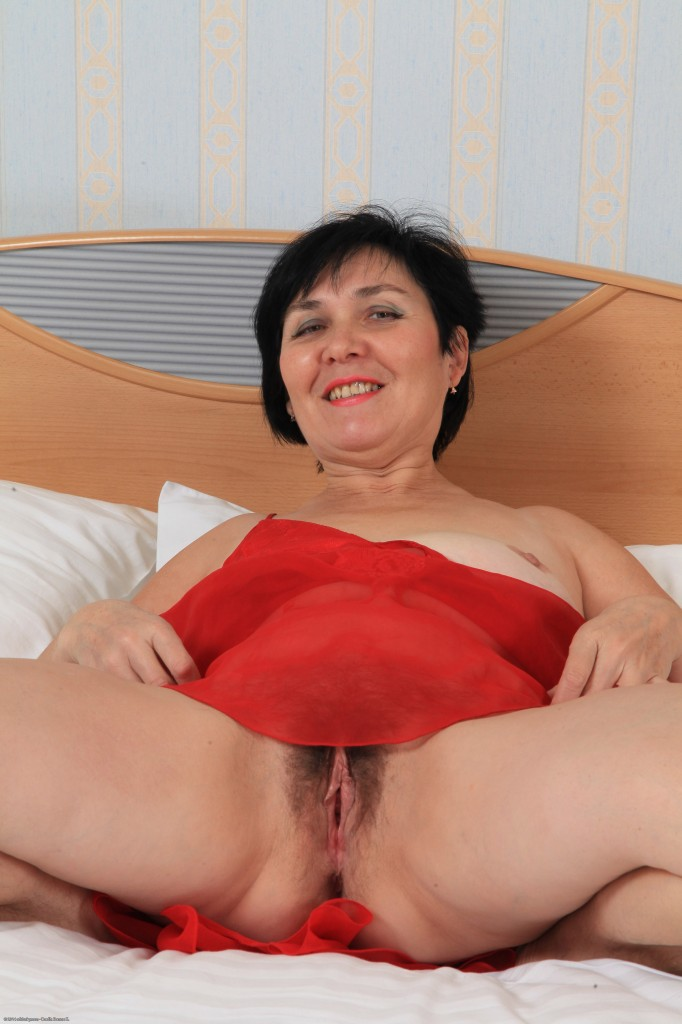Drunk Russian maature with sagging boobs hairy pussy masturbates on the bed