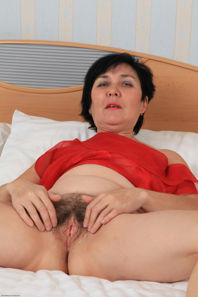 Hairy Curvy Mature Dildo