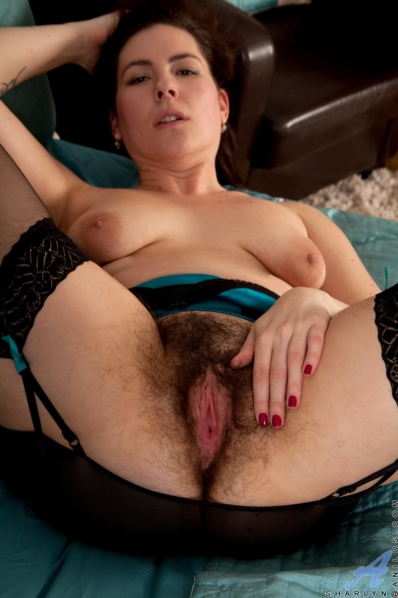 Real mature lady spreads open her sweet hairy pussy