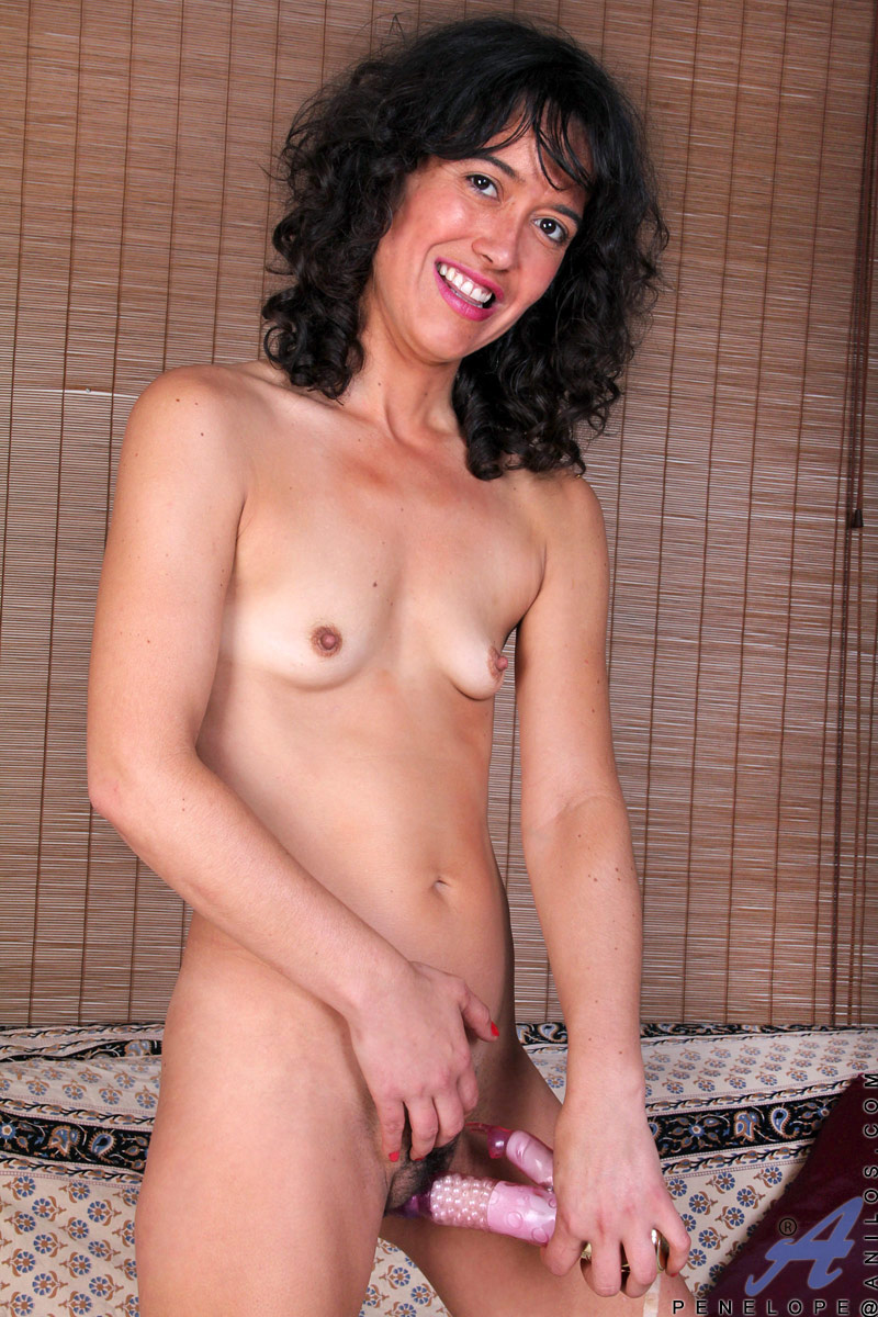 Mature huge dildo fuck