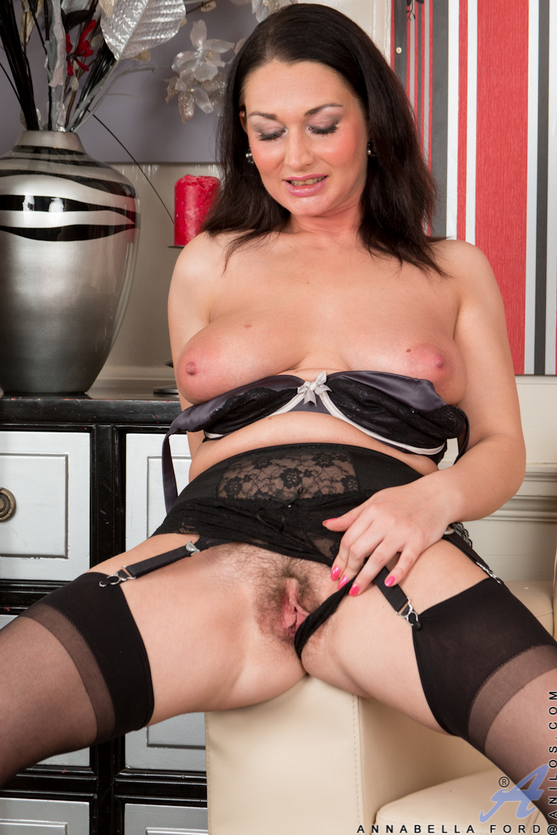 MILF Annabella Ford in heels and stockings