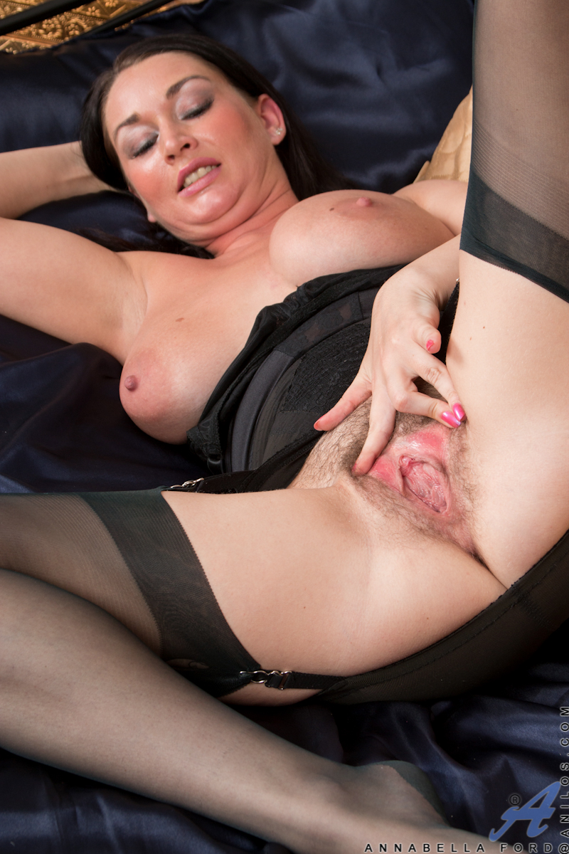Mommy Annabella Ford in hot lingerie