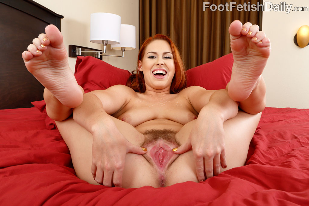 Fat blonde milf feet and pussy