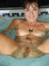 Hairy pussy mom in pool