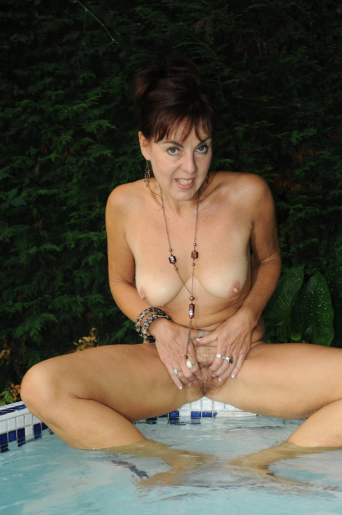 pool Amateur mature nude