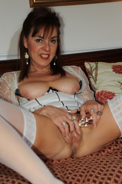 Mature lady dildoing hairy twat