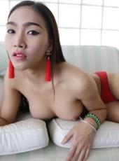 Thai Ladyboy opens ass
