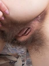 Erotic girl Olina W Halmia