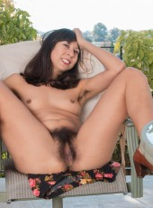 Vivi Marie shows hairy twat
