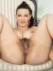 Hairy Milf Vanessa Y