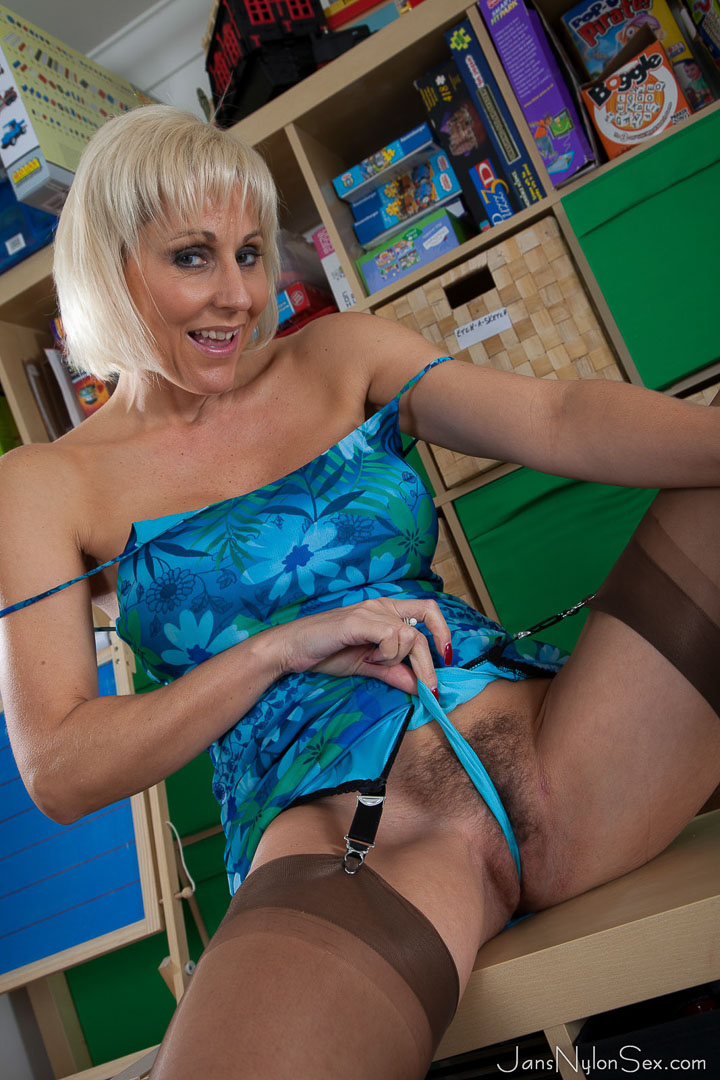 Hairy UK mature Jan Burton