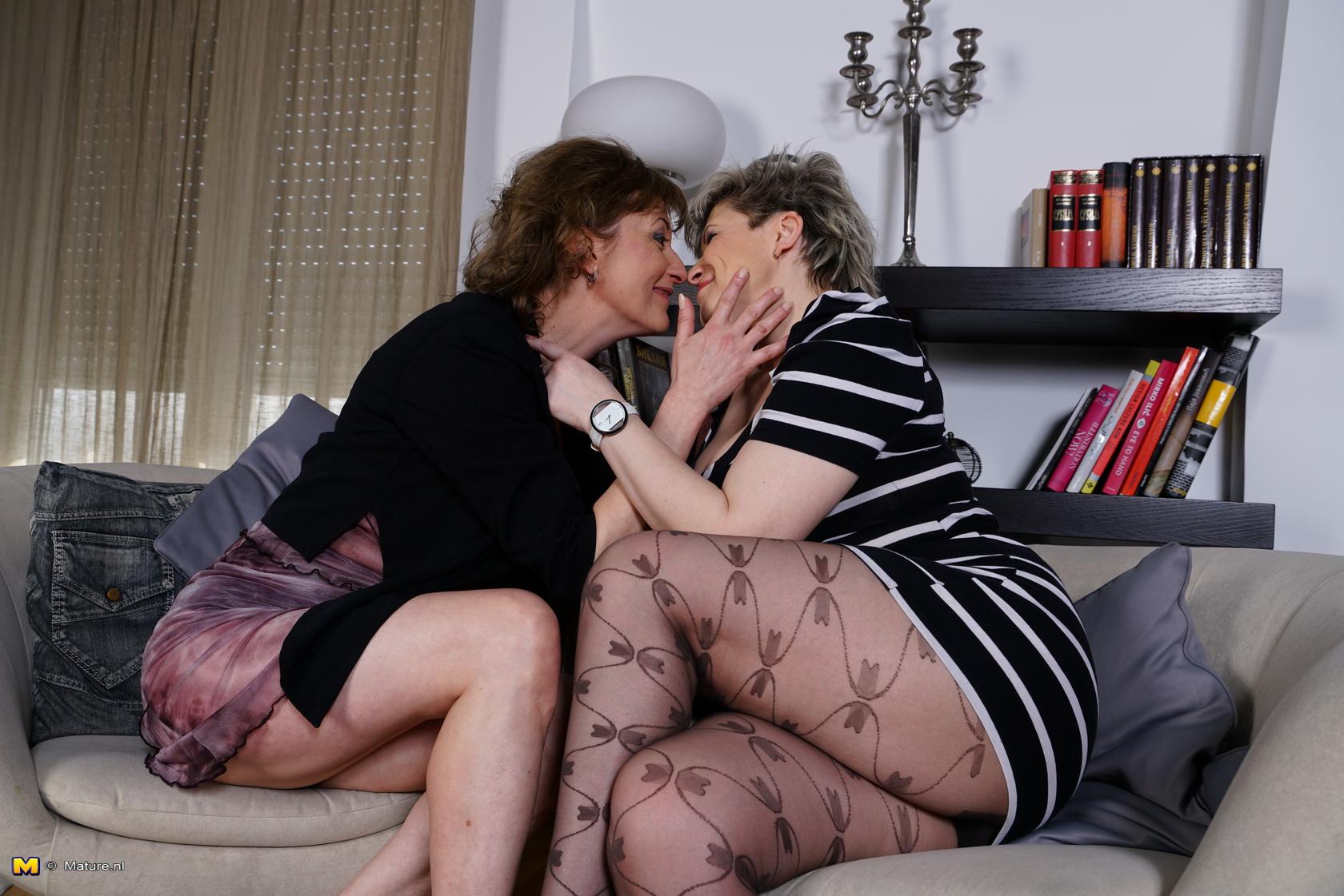 Lesbian milf housewives