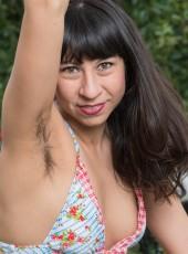 Milf Vivi Marie strips bikini