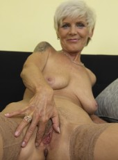 housewife,Mature,hairy pussy