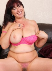 Curvy British housewife