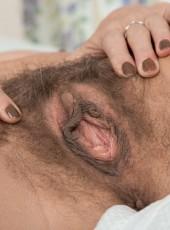 Hairy mom Kaysy spreads vagina