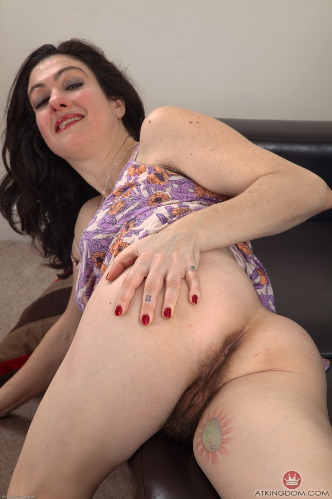 Hairy mature Sadie Lune
