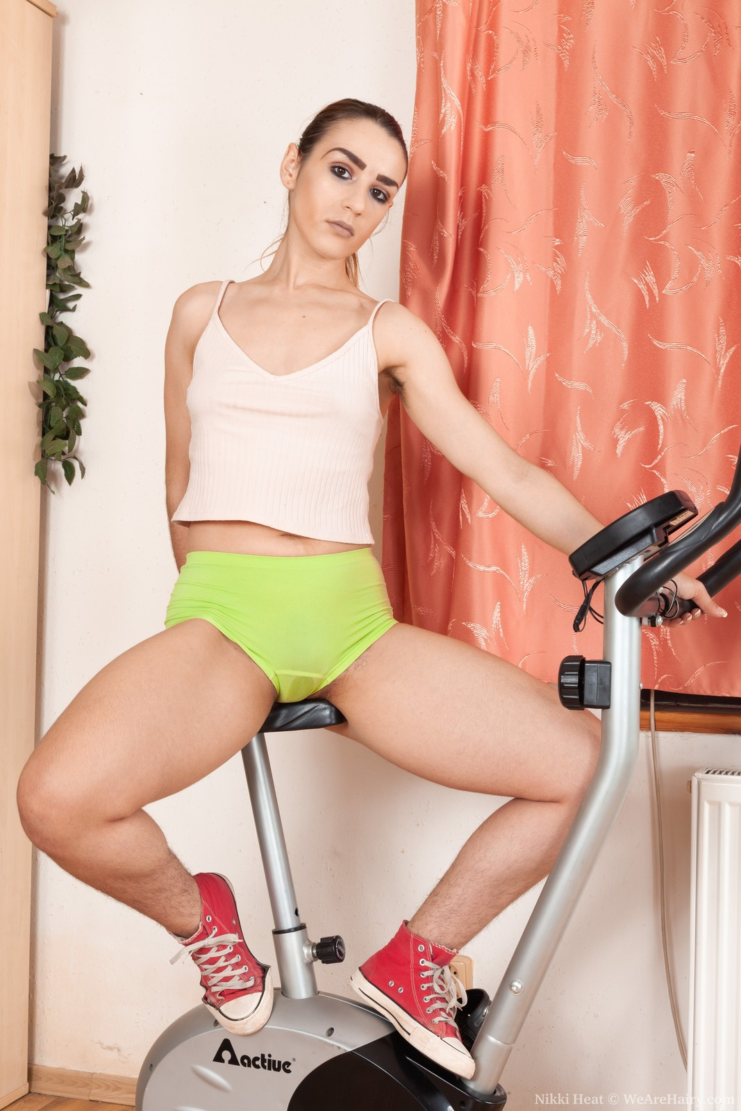 Nikki Heat enjoys sexy spinning today on her bike