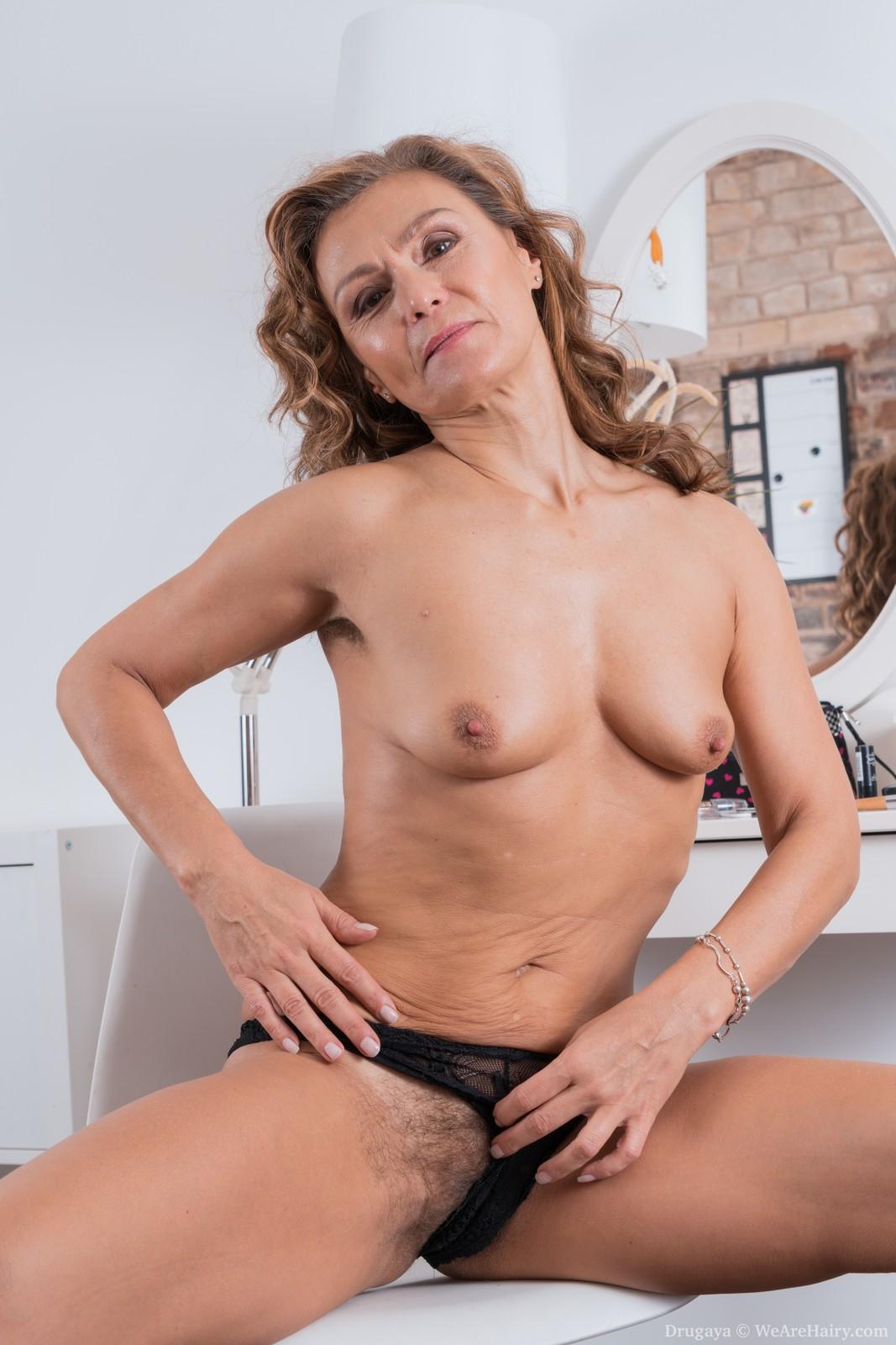 topless nude girls blogs