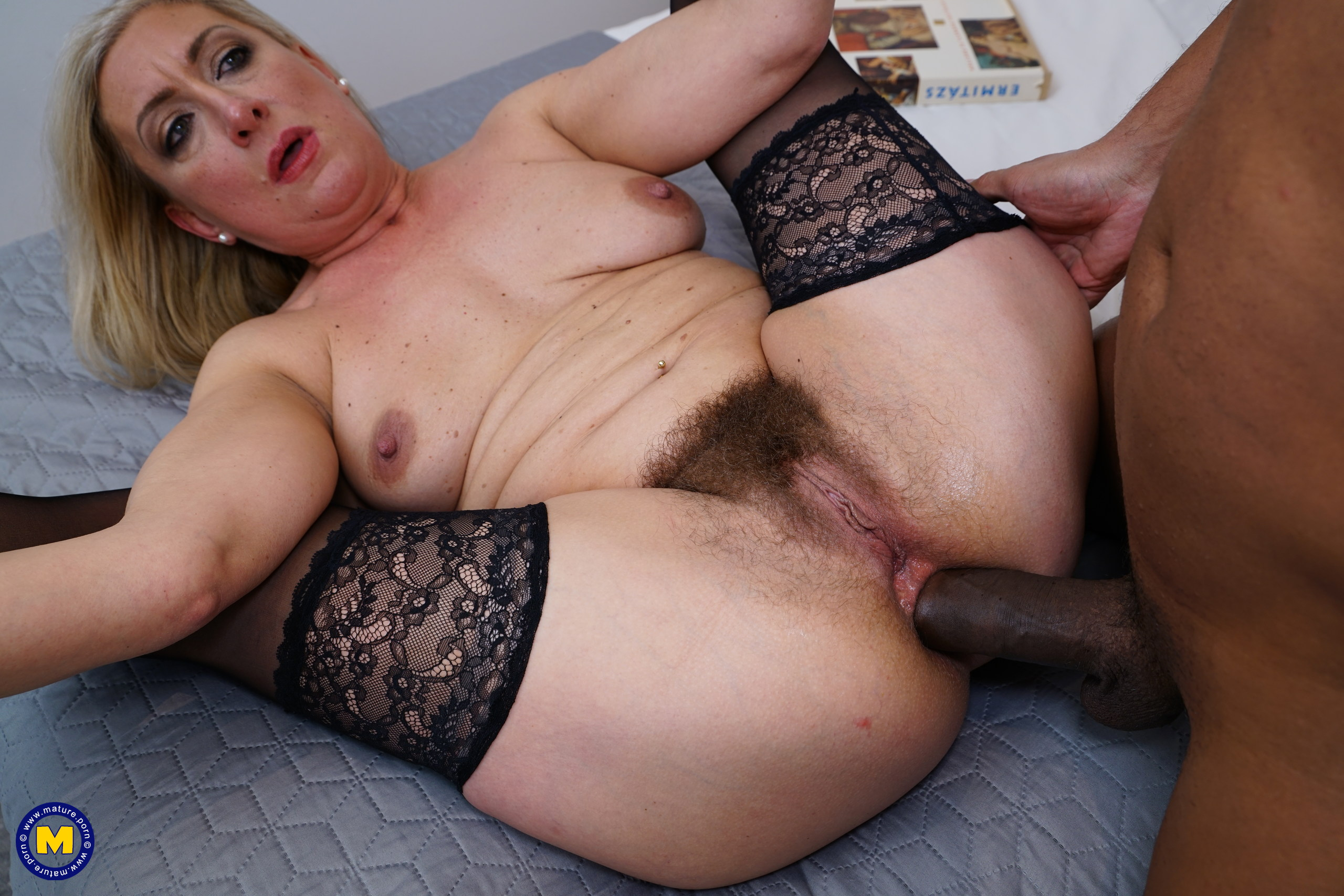 Naughty hairy pussy cougar
