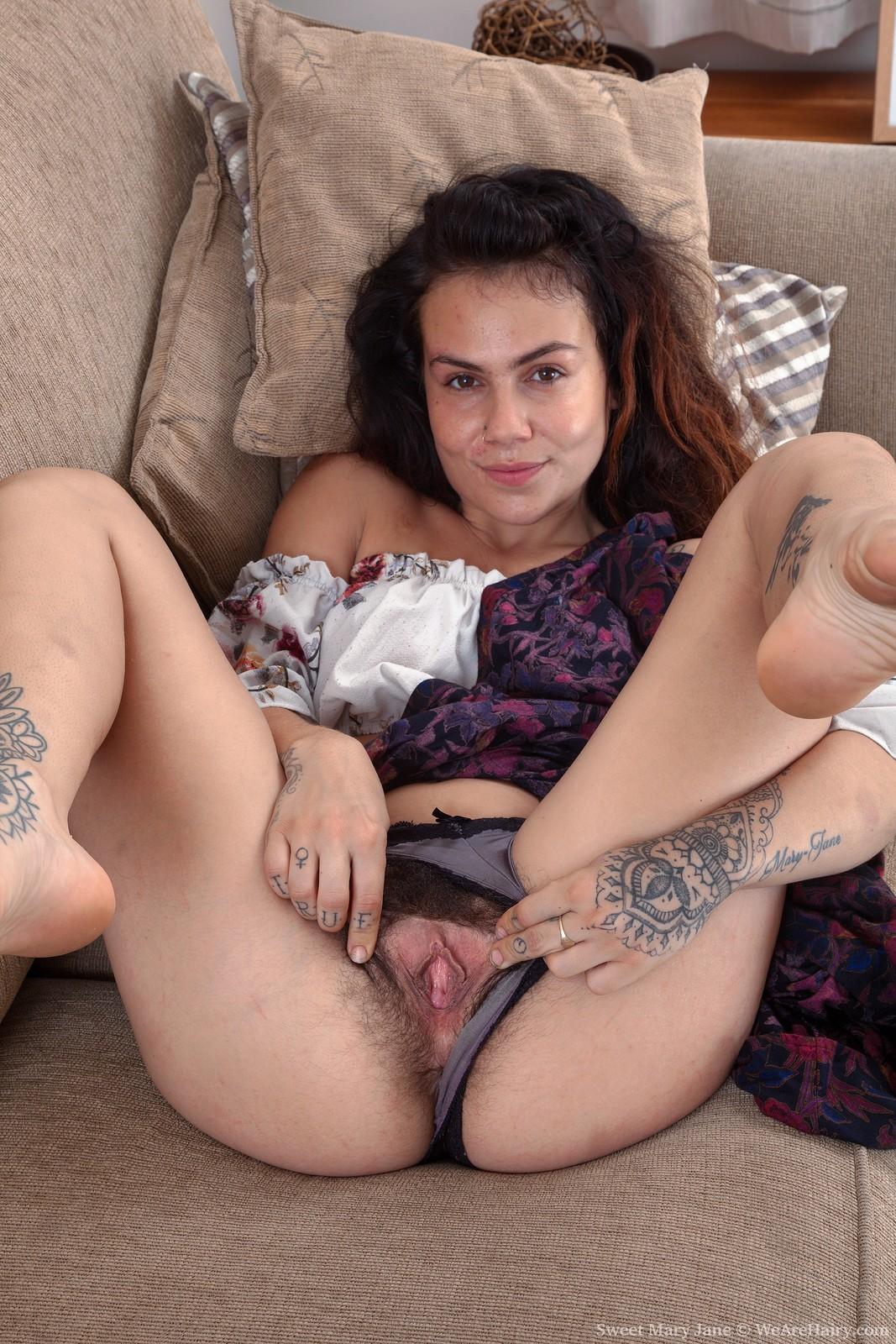 Sweet Mary Jane strips naked