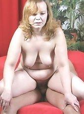 Hairy pussy older slut