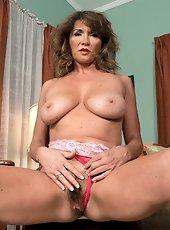 Hairy hole busty mom