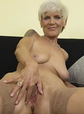 Mature lady playing with hairy pussy