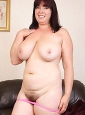 Curvy British housewife